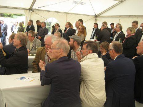 Viele Vertreter der beteiligten Bürger- Energiegenossenschaften verfolgten die Reden der Festredner.